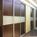 Шкафы-купе с вставками из стекла