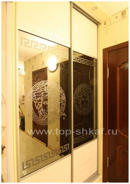 Шкаф-купе с матированными зеркалами