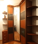 Угловой шкаф с вставками из кожи