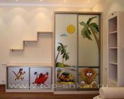 Мебель в детскую комнату с витражом