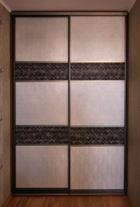 Шкаф-купе с комбинированными вставками декоративной кожи