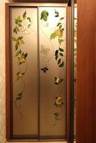 Угловой  шкаф-купе с витражным рисунком