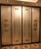 Встроенный шкаф купе с витражами