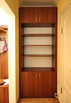 Шкаф с распашными дверями встроенный в нишу