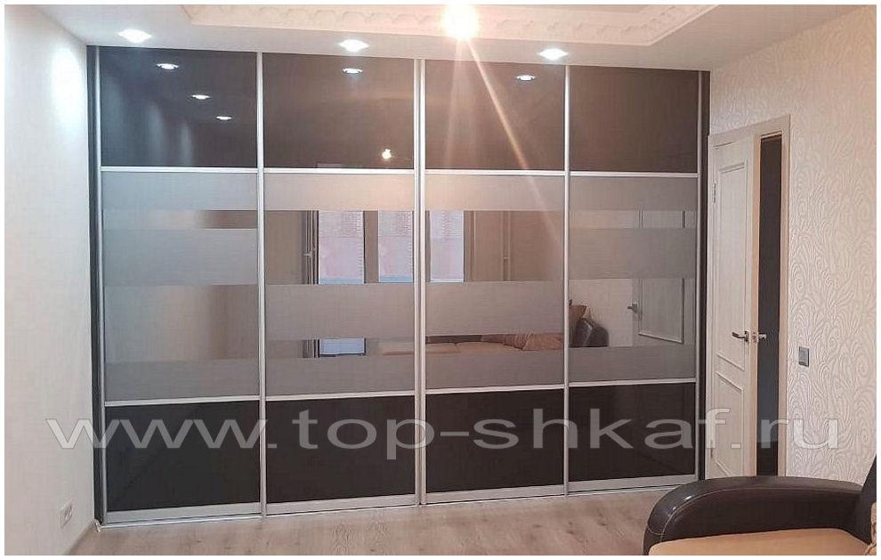 Встроенный шкаф-купе с пескоструенным зеркалом Графит и чёрным стеклом Лакобель