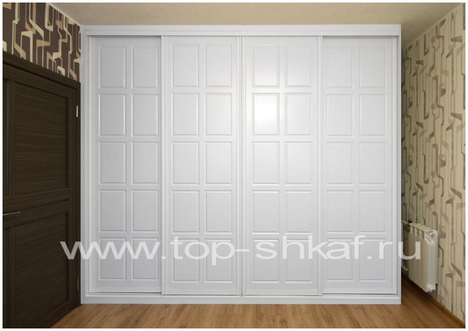 Встроенный шкаф-купе с МДФ фасадами классического дизайна